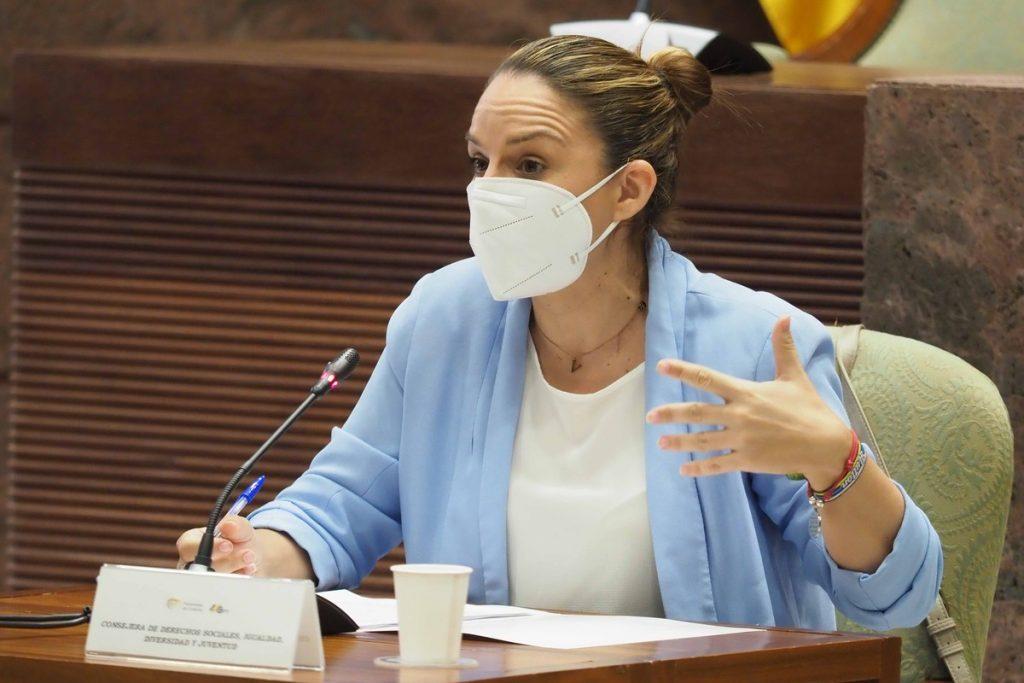Imagen de una comparecencia de la consejera regional Noemí Santana en comisión. Sergio Méndez