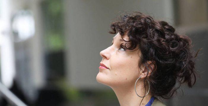 """Sabina Urraca: """"Al buscar libros de éxito, grandes editoriales olvidan mirar en rincones donde hay buenas historias"""""""