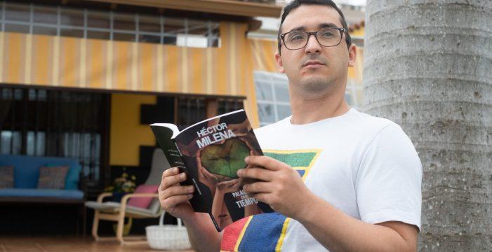 Héctor, un tinerfeño con discapacidad, logra un premio nacional por sus poemas