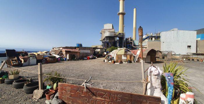 De campamento de desalojados a mercadillo africano