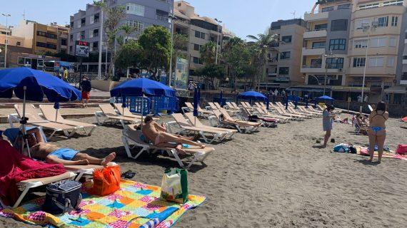 Los usuarios de la playa de El Médano se quejan por el sistema de control de accesos