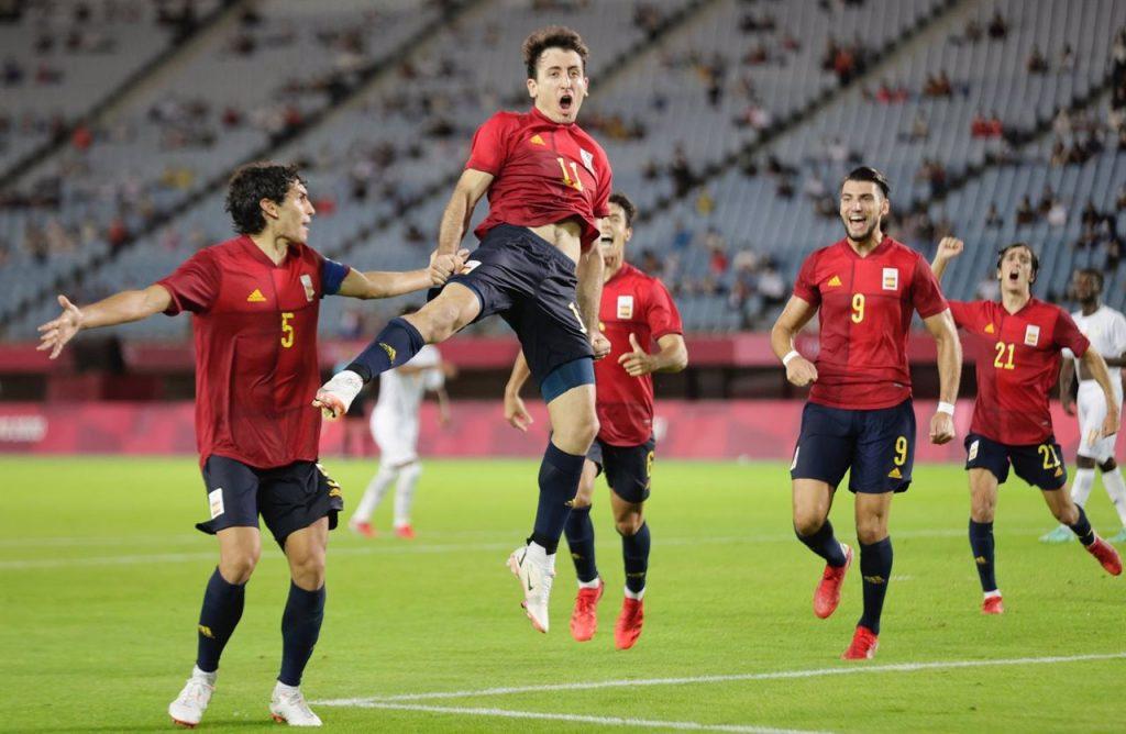 Mikel Oyarzabal celebra su gol en el España-Costa de Marfil de los Juegos Olímpicos de Tokio