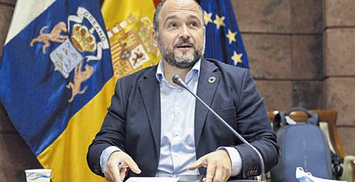 """Valbuena: """"Hay muchos elementos que hacen casi inviable el puerto de Fonsalía"""""""