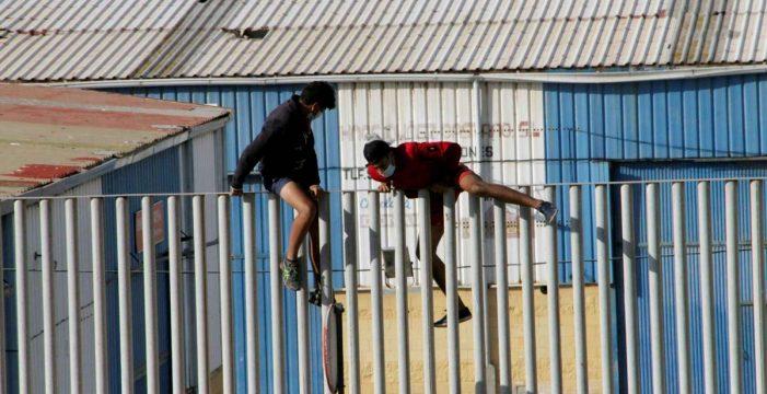 """Un juzgado de Ceuta """"suspende"""" la expulsión a Marruecos de nueve menores no acompañados"""