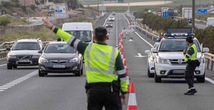 La DGT, a la 'caza' de los conductores que utilicen móvil o GPS con multas de 200 euros