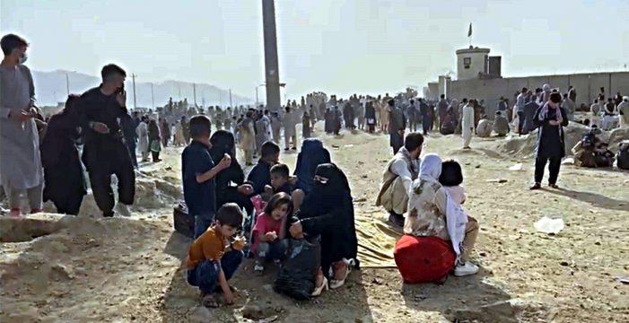 Los talibanes ya disparan al que huye: 12 muertos, un herido y un vídeo dramático