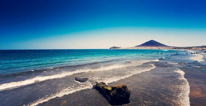 Reabre la playa de El Médano tras indicar la analítica que el agua es apta
