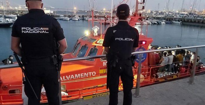 Llegan a Canarias 166 migrantes a bordo de cuatro pateras y un cayuco