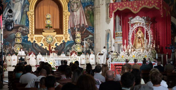Devoción y fe a distancia, entre alertas, por la Patrona de Canarias