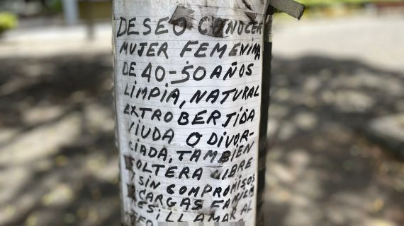 """El Tinder de la farola: busca una """"mujer viuda o divorciada"""" en Santa Cruz"""