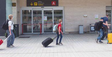 El Gobierno suprime la limitación de acceso a los aeropuertos