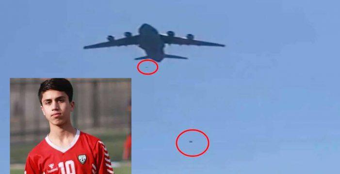 Muere un futbolista afgano de 19 años al caer del avión en el que intentaba huir