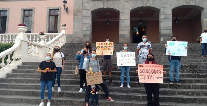 Madres y padres denuncian el cierre de la única escuela infantil en La Orotava