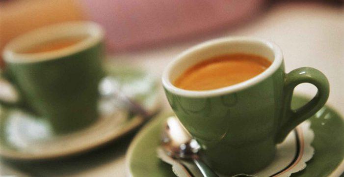 La rara paradoja del café: ¿por qué en vez de animarte, te deja agotado?