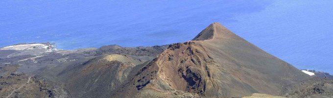 La protección de casas y animales y la lava preocupan a los vecinos de La Palma