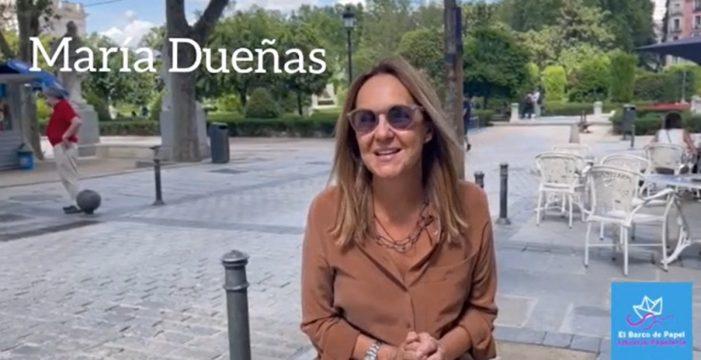 María Dueñas felicita a la librería Barco de Papel en su noveno aniversario
