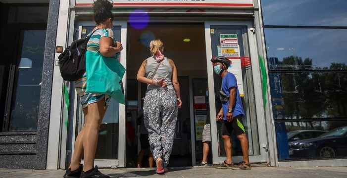Canarias registra en agosto una de las caídas más importantes del paro con 19.844 desempleados menos