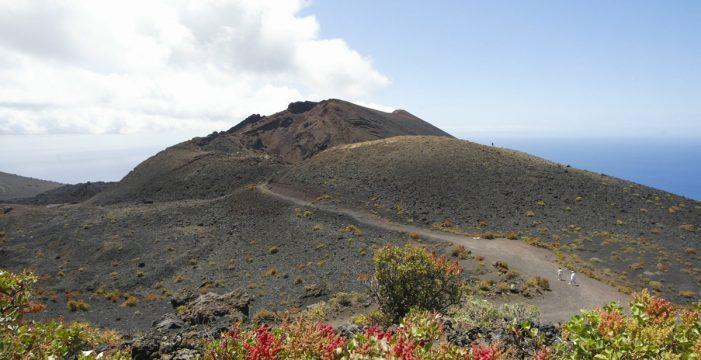 Cierre de carreteras y prohibiciones: las últimas medidas tomadas por la alerta por riesgo volcánico