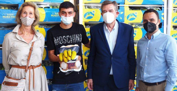 Los kilómetros que recorrió la Selección en la Eurocopa llegan a los Bancos de Alimentos en forma de 80.000 kg de plátanos de Canarias