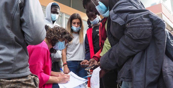 Canarias necesitaría derivar a unos 800 menores inmigrantes
