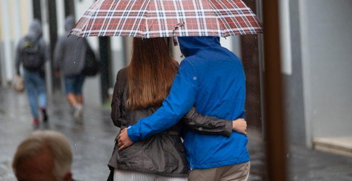 Coge el paraguas: pronostican lluvias para el último fin de semana de verano en Canarias