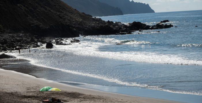 Descartan que las manchas de hidrocarburos en las playas de Tenerife sean graves