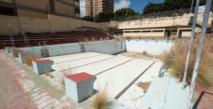 La piscina de Ofra en la que aprendió a nadar Michelle Alonso lleva 15 años en ruinas
