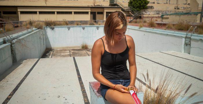 """Michelle Alonso, de """"rescatar"""" trofeos de la piscina en Ofra a iluminarla con el oro paralímpico"""
