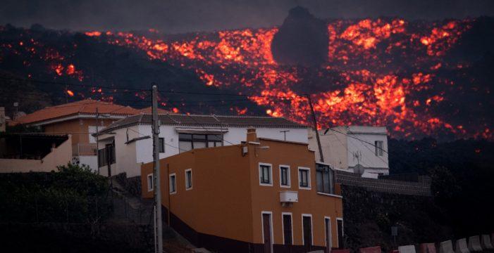 La lava arrasa un centenar de viviendas en el municipio de El Paso