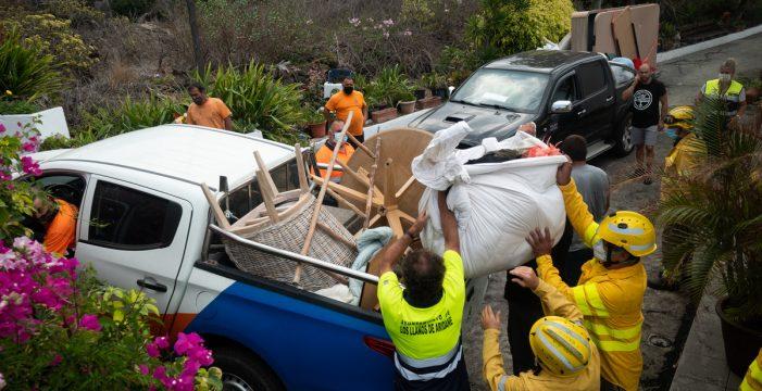 Ordenan la evacuación de varias zonas en Los Llanos debido al avance de la colada