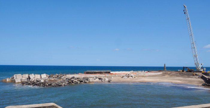 Los 510 bloques del dique de Bajamar estarán ya colocados el 15 de octubre