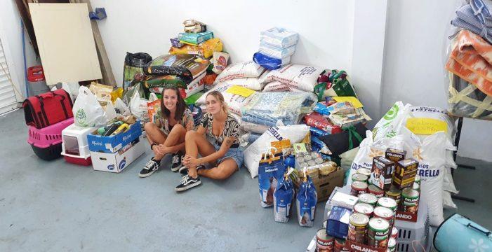 """Lorena y Gabriela, vecinas del norte de Tenerife: """"Si no fuera por el trabajo, nos quedaríamos como voluntarias"""""""