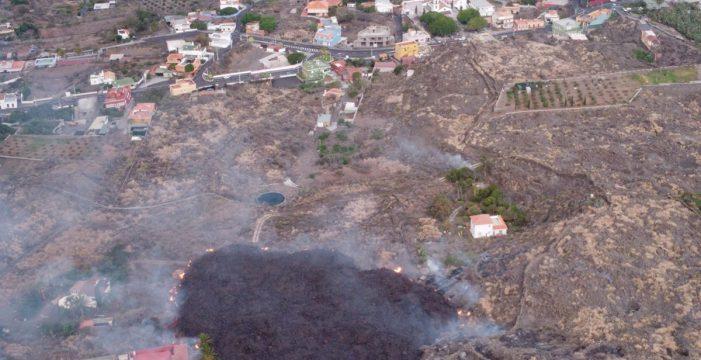 """Riesgo inminente"": la lava se aproxima a Todoque, último núcleo urbano antes del mar"