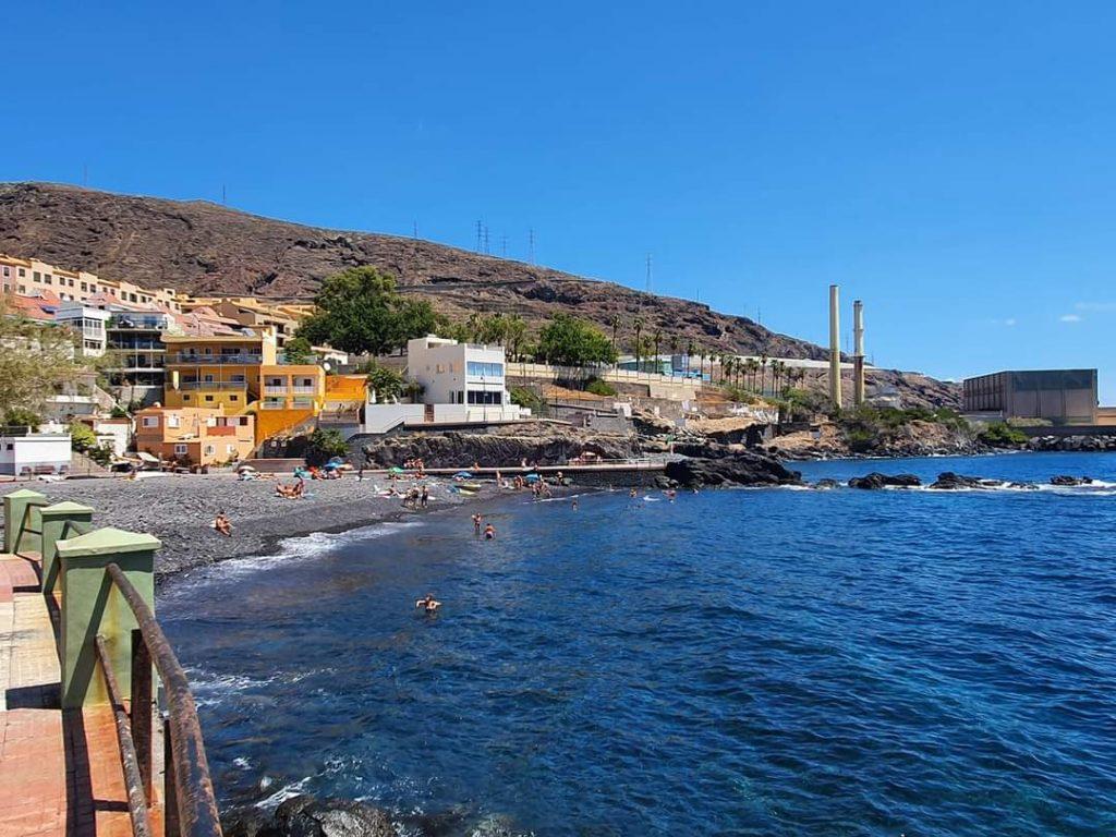 Una de las playas de Candelaria afectadas por los hidrocarburos.