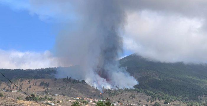 Aumentan las toneladas de dióxido de azufre, clave para la duración de la erupción