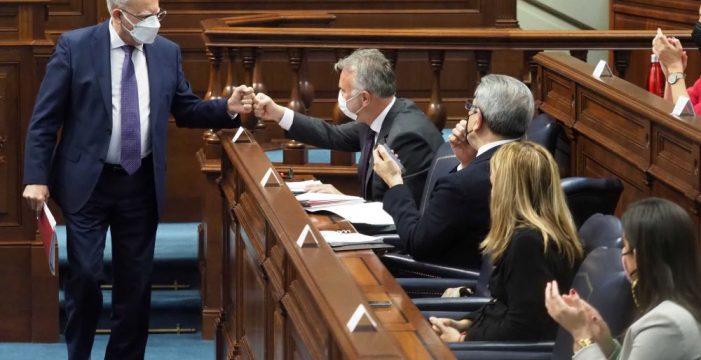 Torres toca la 'flauta socialista' para convencer a Casimiro Curbelo de que regrese al PSOE