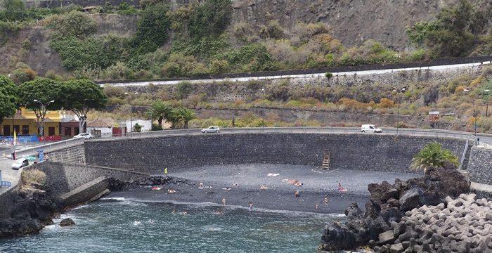 Reabre la playa del muelle de Garachico al indicar las analíticas que es apta para el baño