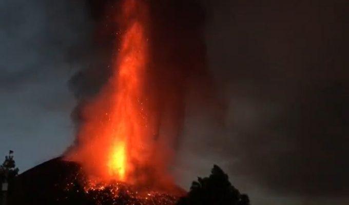 El IGN recuerda: el cono volcánico se reconfigura todos los días