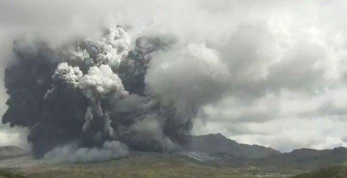 El volcán Monte Aso en Japón entra en erupción