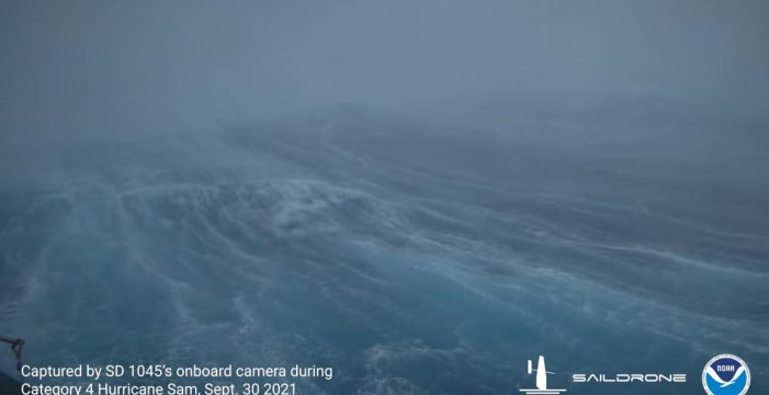 Un dron graba en primicia el interior de un huracán que atraviesa el Atlántico