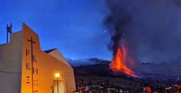 Rogativas y procesiones para pedirle al volcán que pare