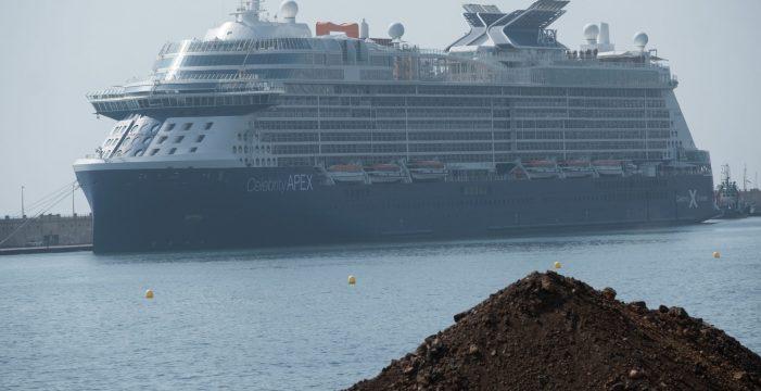 Los cruceristas vuelven a un Santa Cruz aún sin servicios turísticos