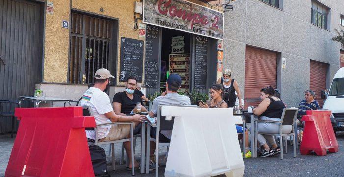 La mitad de los negocios de la avenida Los Majuelos opta por mantener las terrazas