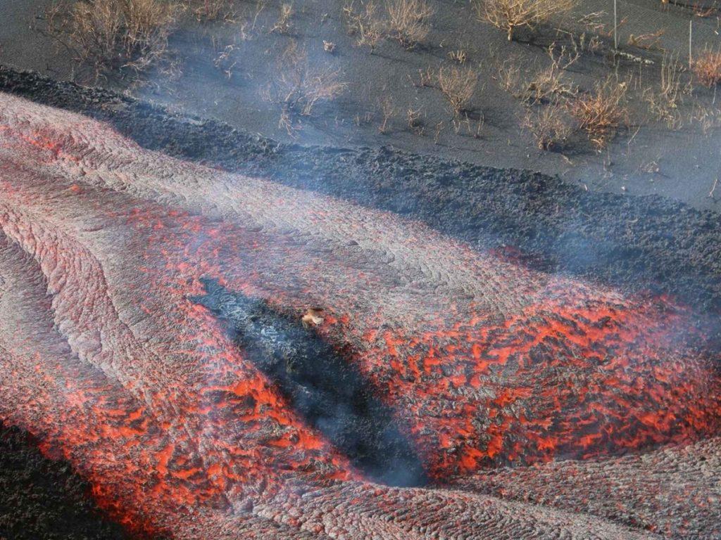 La anchura de la colada del volcán de Cumbre Vieja es de 1.250 metros en algunos tramos y la fajana supera las 32,7 hectáreas de superficie. DA
