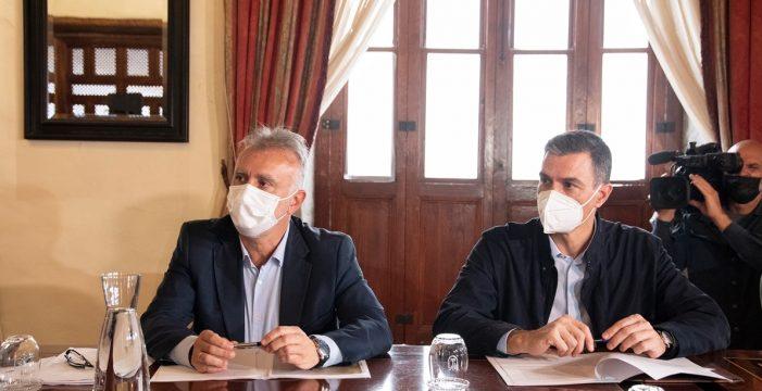 Torres anuncia la adquisición de 44 casas más para los afectados por el volcán