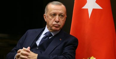 Turquía deportará a siete migrantes por compartir fotografías en las que salen comiendo plátanos