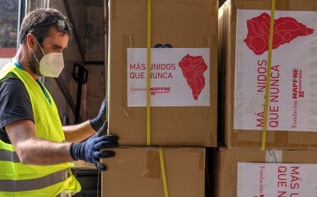 Ayudas de Fundación MAPFRE Guanarteme para la isla de La Palma. La institución ha destinado 65.000 euros para mascarillas, gafas y lágrimas artificiales para protegerse de las emisiones volcánicas