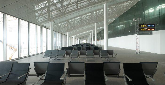 El aeropuerto del Sur estrena hoy cinco puertas de embarque