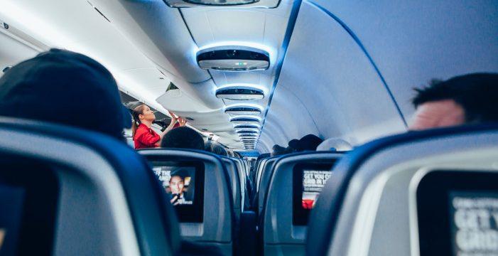 Absuelven al pasajero que se negó a volar con una azafata negra en La Palma