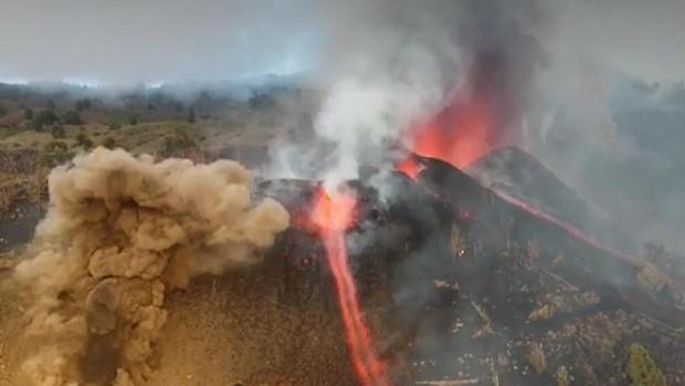 Drones: los vigilantes del destructivo río de lava